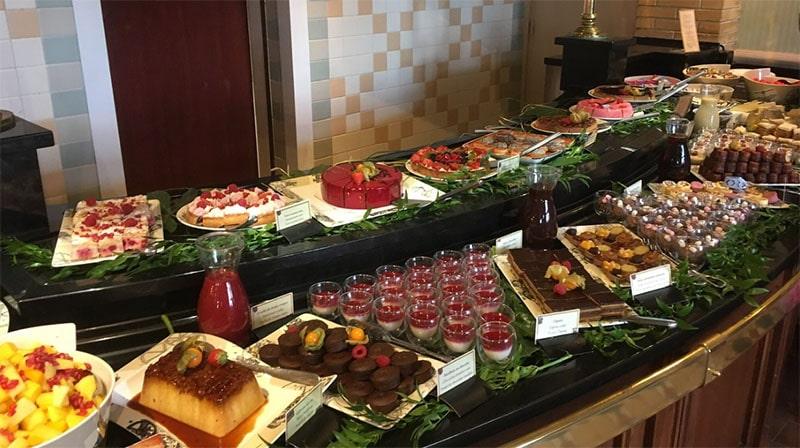 restaurant Inventions Disneyland Hotel desserts