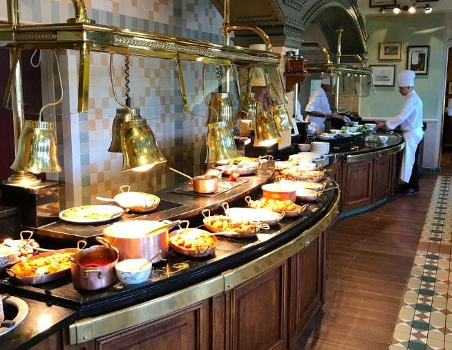 repas au Restaurant Inventions Disney