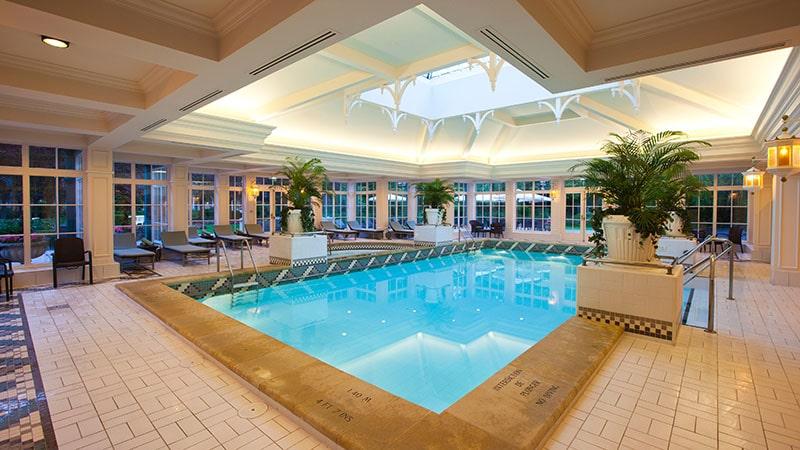 piscine du disneyland hotel