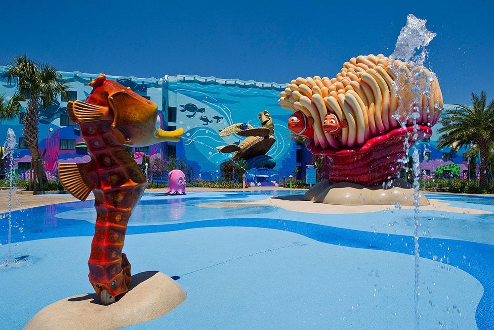 piscine avec jeux d'eau à Disneyland