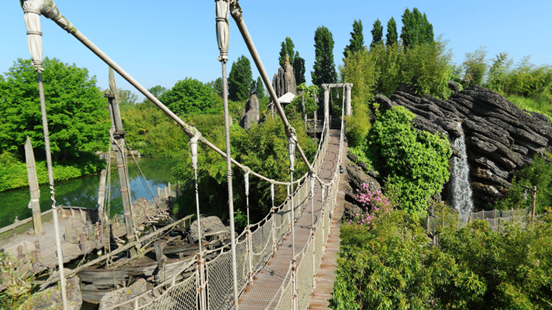 pont suspendu d'adventureland