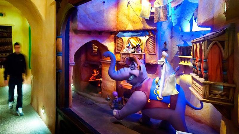 le passage enchanté d'Aladdin dans Disneyland